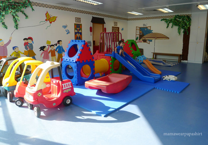 chengzhu indoor play area is well-lit and equipped
